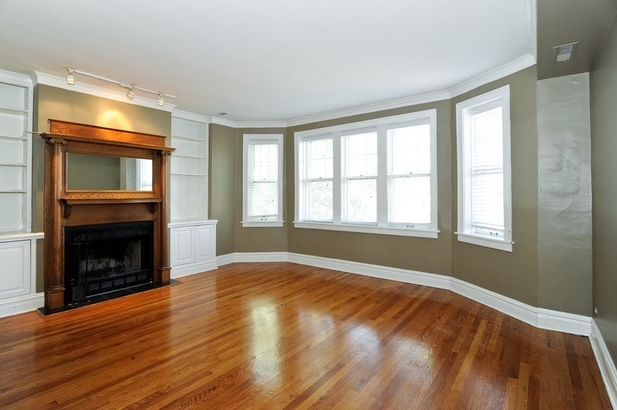 Real Estate Photography - 1115 W Lill, 3W, Chicago, IL, 60614 - Living Room