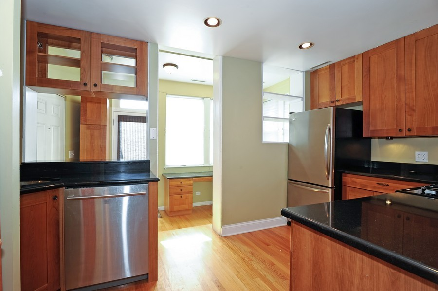 Real Estate Photography - 1115 W Lill, 3W, Chicago, IL, 60614 - Kitchen