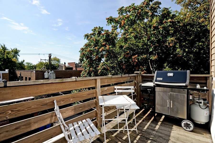 Real Estate Photography - 1115 W Lill, 3W, Chicago, IL, 60614 - Deck