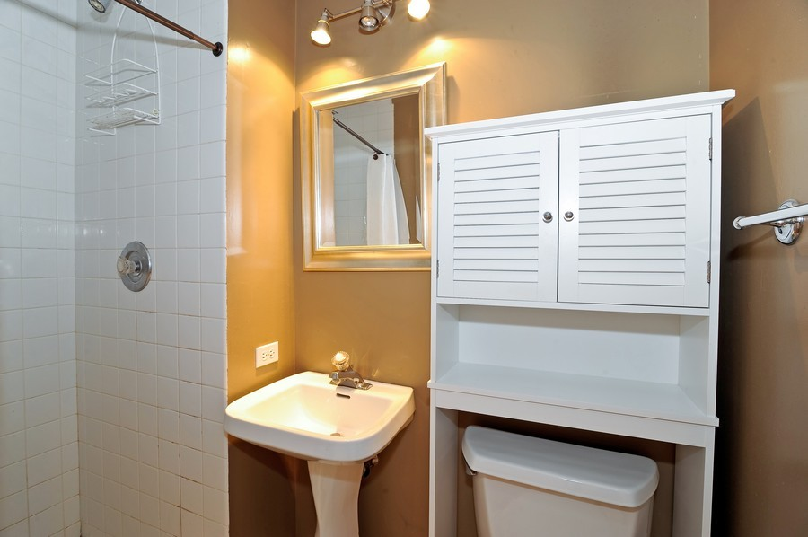 Real Estate Photography - 1115 W Lill, 3W, Chicago, IL, 60614 - Bathroom