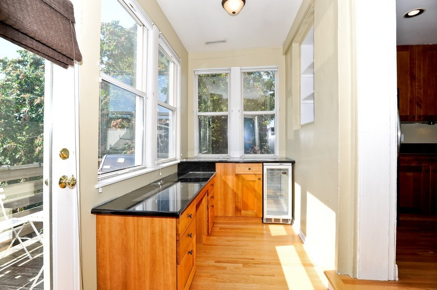 Real Estate Photography - 1115 W Lill, 3W, Chicago, IL, 60614 - Sun Room