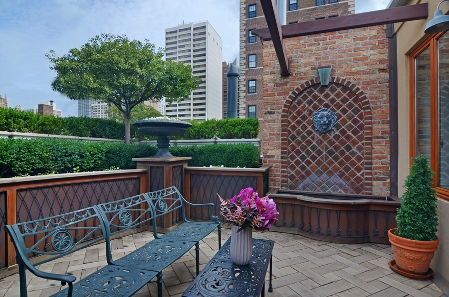 Real Estate Photography - 59 W Schiller, Chicago, IL, 60610 - Roof Deck