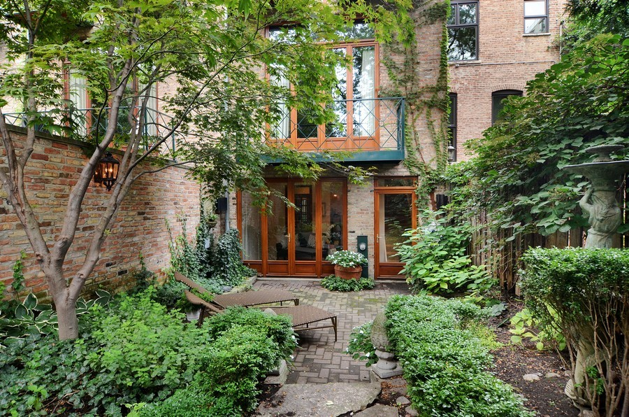 Real Estate Photography - 59 W Schiller, Chicago, IL, 60610 - Rear View