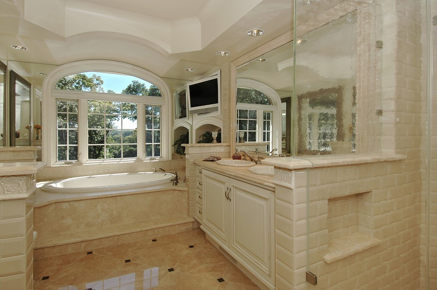 Real Estate Photography - 405 Blackberry, Bull Valley, IL, 60098 - Master Bathroom