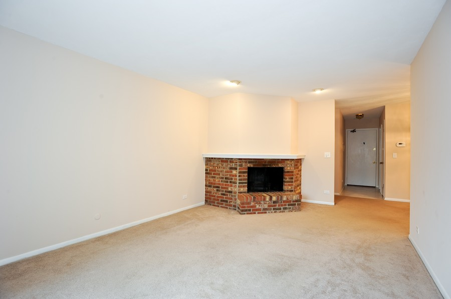 Real Estate Photography - 29W431 Emerald Green, Unit F, Warrenville, IL, 60555 - Living Room