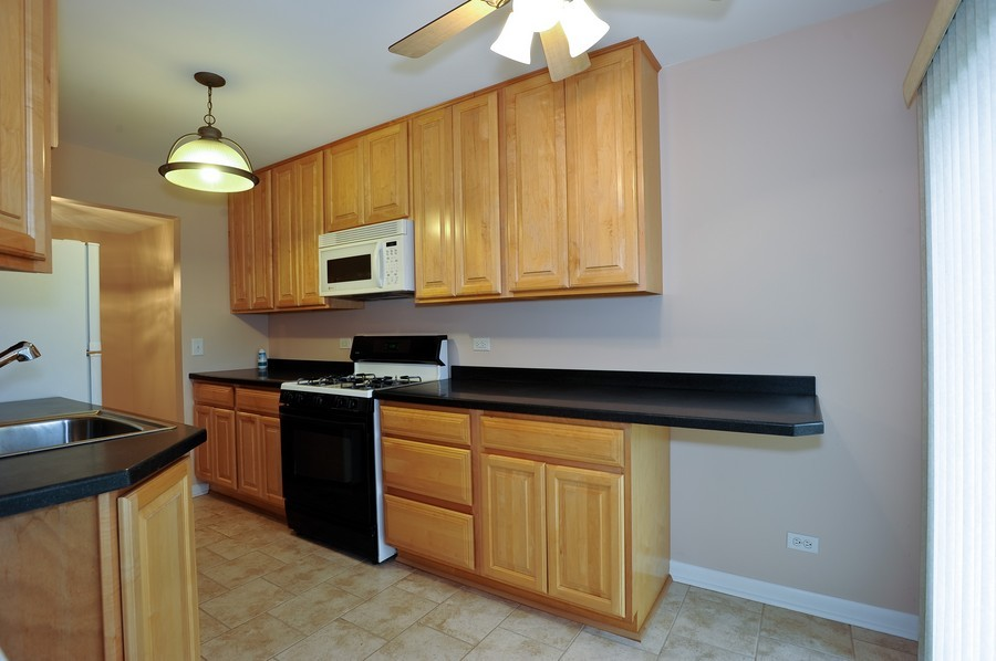 Real Estate Photography - 29W431 Emerald Green, Unit F, Warrenville, IL, 60555 - Kitchen