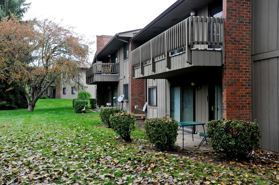 Real Estate Photography - 29W431 Emerald Green, Unit F, Warrenville, IL, 60555 - Back Yard