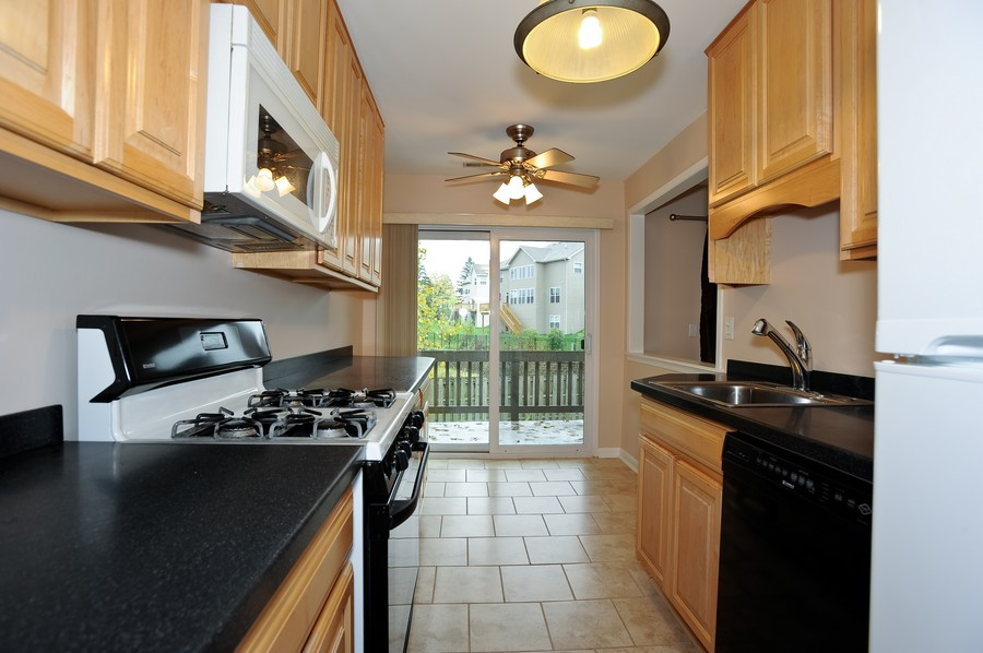 Real Estate Photography - 29W431 Emerald Green, Unit F, Warrenville, IL, 60555 - Kitchen