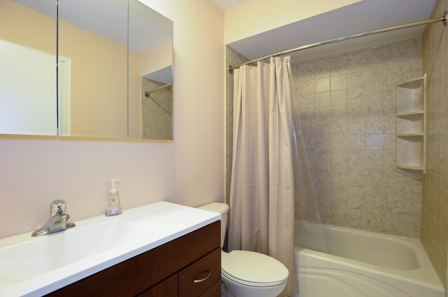Real Estate Photography - 29W431 Emerald Green, Unit F, Warrenville, IL, 60555 - Bathroom