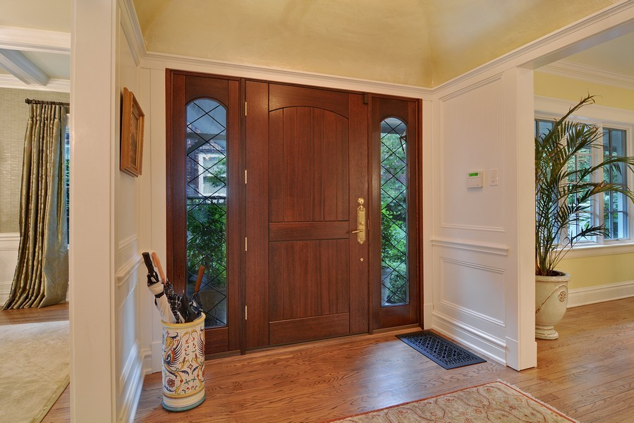 Real Estate Photography - 715 W Hutchinson, Chicago, IL, 60613 - Entryway