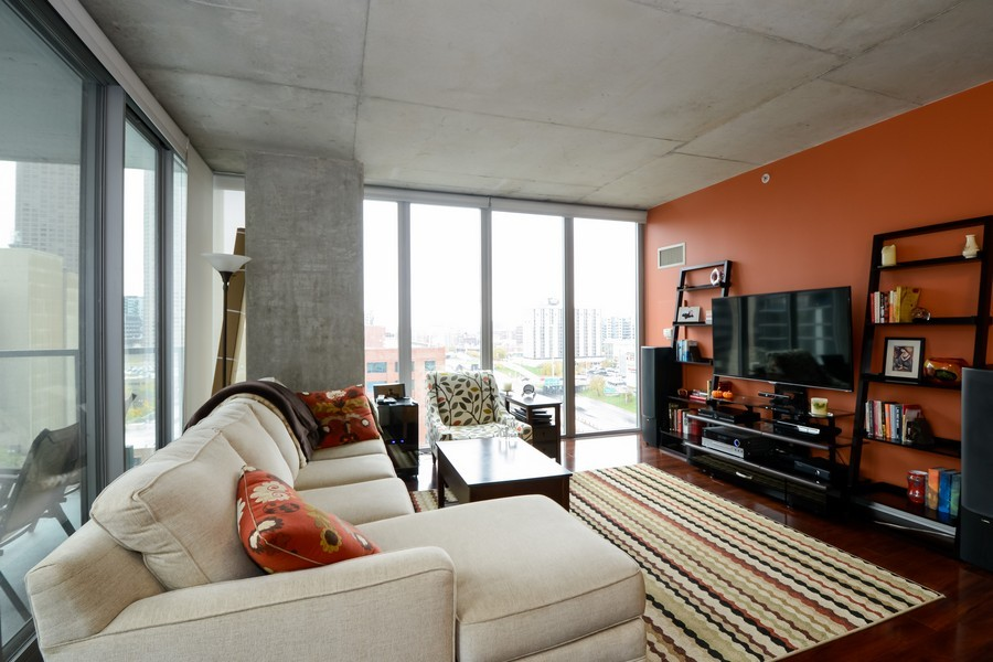 Real Estate Photography - 659 W Randolf, Unit 1014, Chicago, IL, 60661 - Living Room