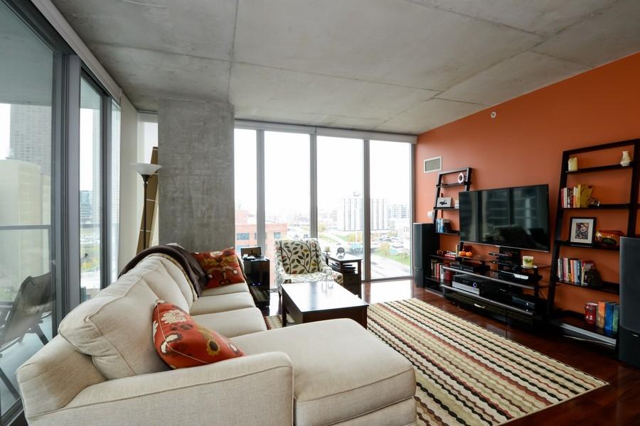Real Estate Photography - 659 W Randolf, Unit 1014, Chicago, IL, 60661 - Living Room