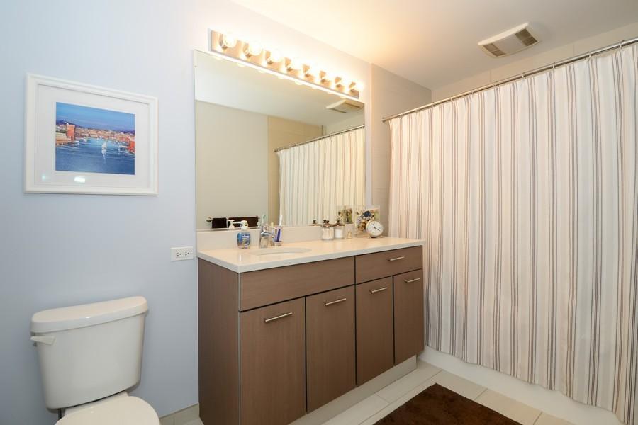 Real Estate Photography - 659 W Randolf, Unit 1014, Chicago, IL, 60661 - Master Bathroom