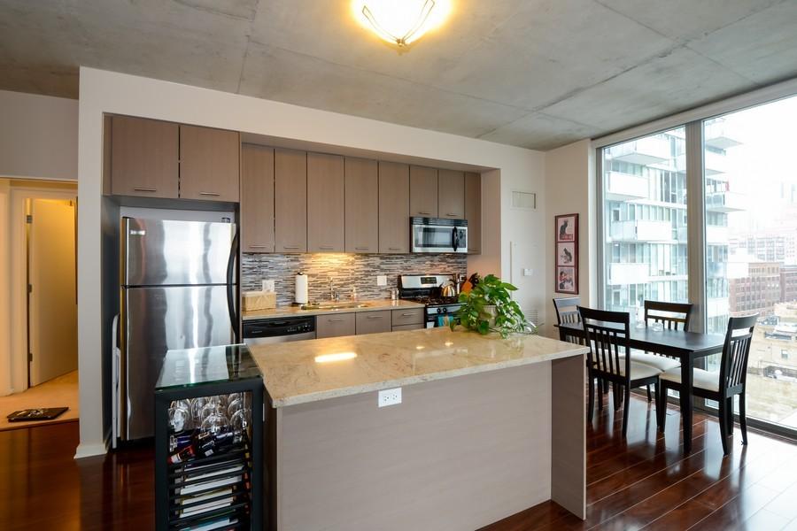 Real Estate Photography - 659 W Randolf, Unit 1014, Chicago, IL, 60661 - Kitchen