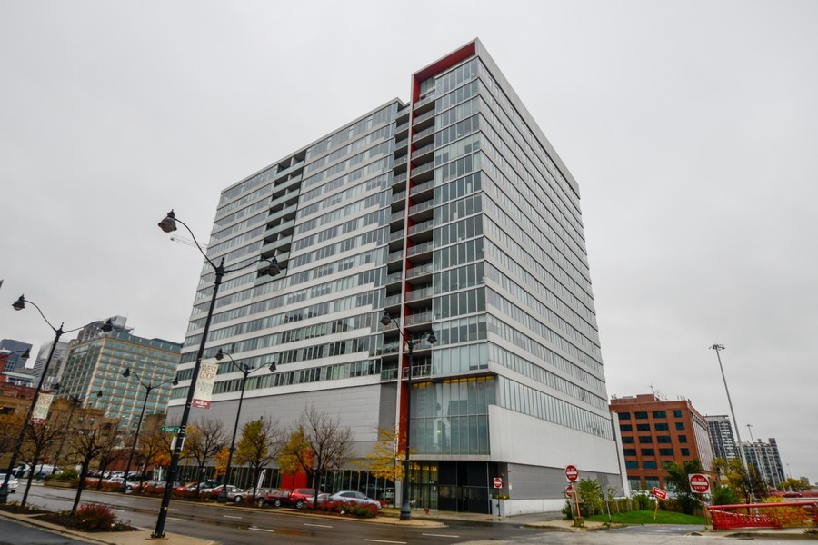 Real Estate Photography - 659 W Randolf, Unit 1014, Chicago, IL, 60661 - Front View