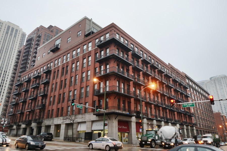 Real Estate Photography - 616 W Fulton, Unit 713, Chicago, IL, 60661 - Front View