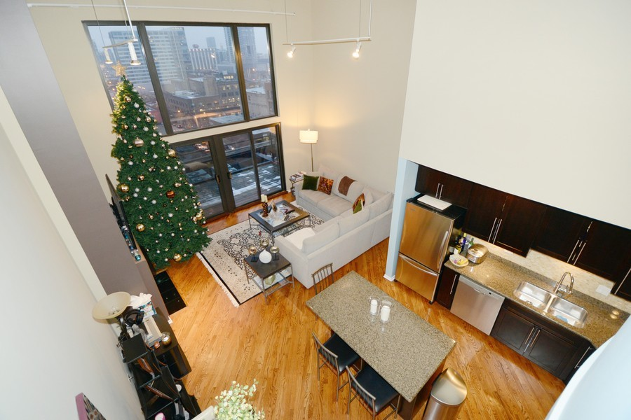 Real Estate Photography - 616 W Fulton, Unit 713, Chicago, IL, 60661 - Kitchen / Living Room