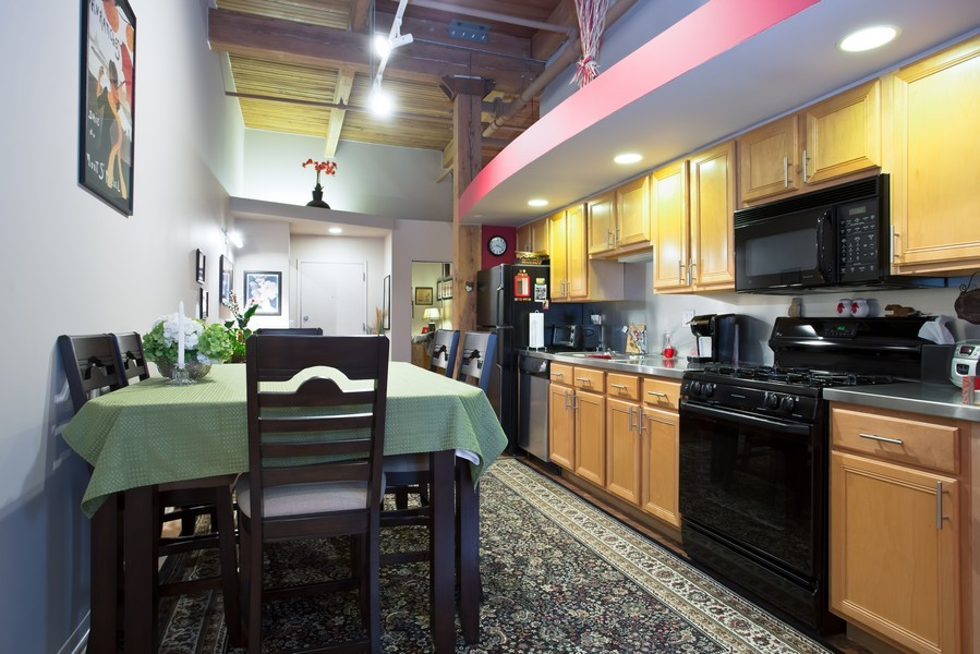 Real Estate Photography - 616 W Fulton, Unit 609, Chicago, IL, 60661 - Kitchen / Dining Room