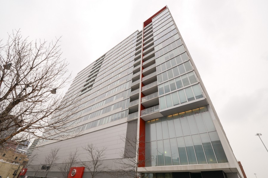 Real Estate Photography - 659 W Randolph, Unit 1013, Chicago, IL, 60661 - Front View