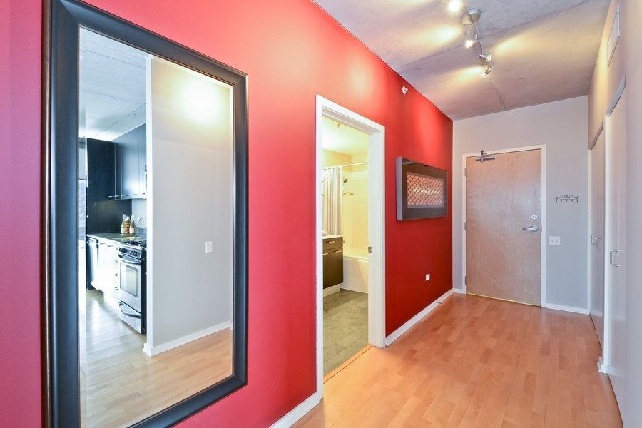 Real Estate Photography - 659 W Randolph, Unit 1013, Chicago, IL, 60661 - Entryway