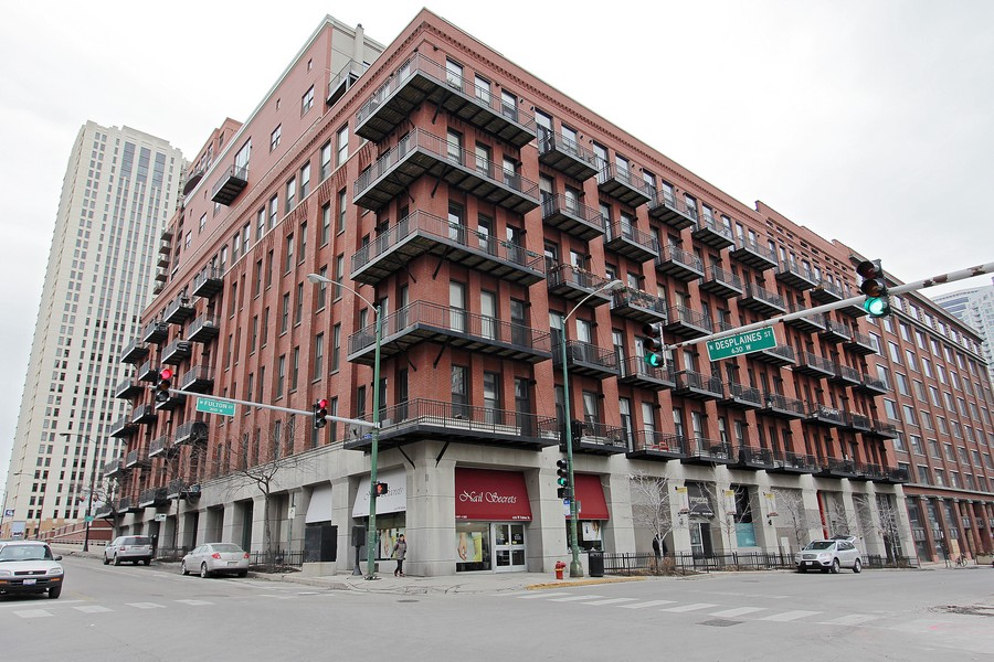 Real Estate Photography - 616 W Fulton St, Unit 219, Chicago, IL, 60661 - Front View