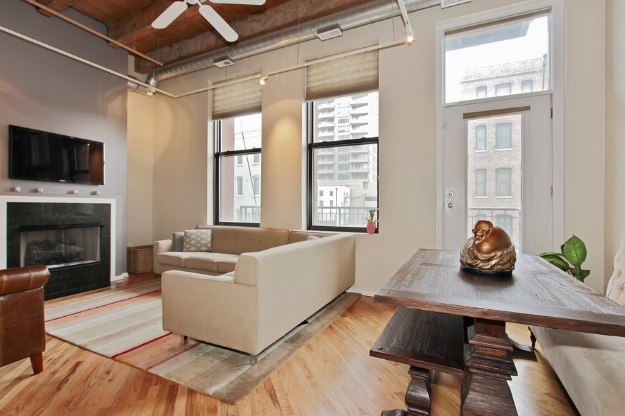 Real Estate Photography - 616 W Fulton St, Unit 219, Chicago, IL, 60661 - Living Room / Dining Room