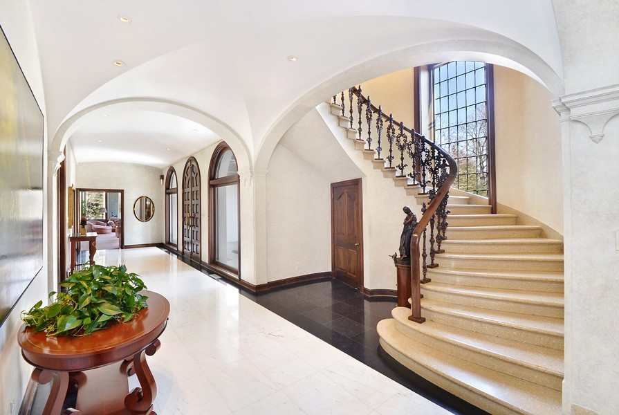 Real Estate Photography - 80 Locust Rd, Winnetka, IL, 60093 - Foyer