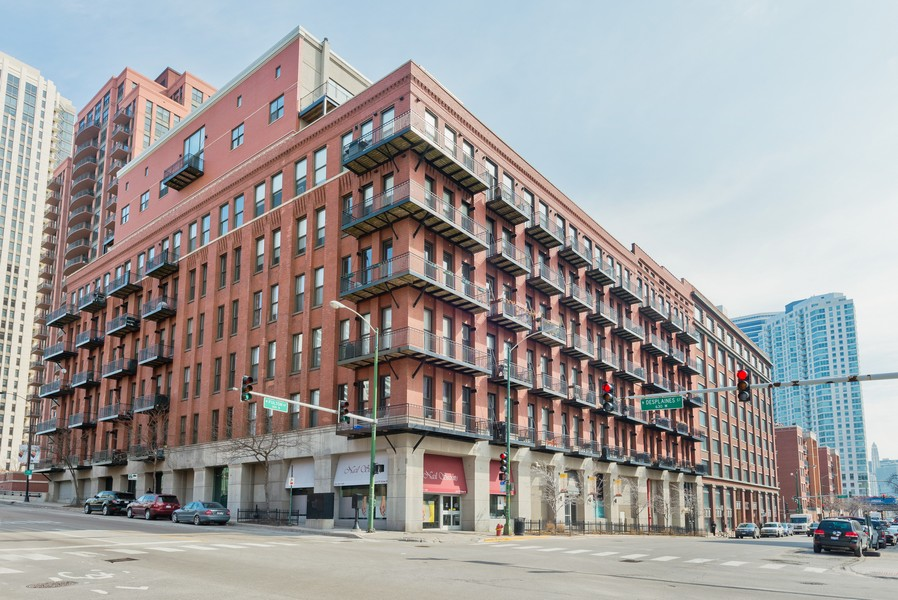 Real Estate Photography - 616 W Fulton, Unit 418, Chicago, IL, 60661 - Front View