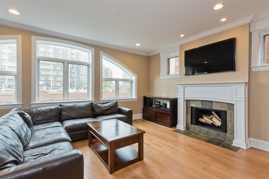 Real Estate Photography - 2708 N Lehmann Ct, Unit 4S, Chicago, IL, 60614 - Living Room
