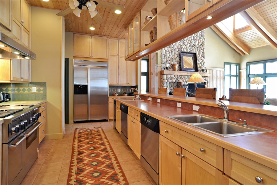 Real Estate Photography - 46064 Blue Star Hwy, Firelane 15, Coloma, MI, 49038 - Kitchen