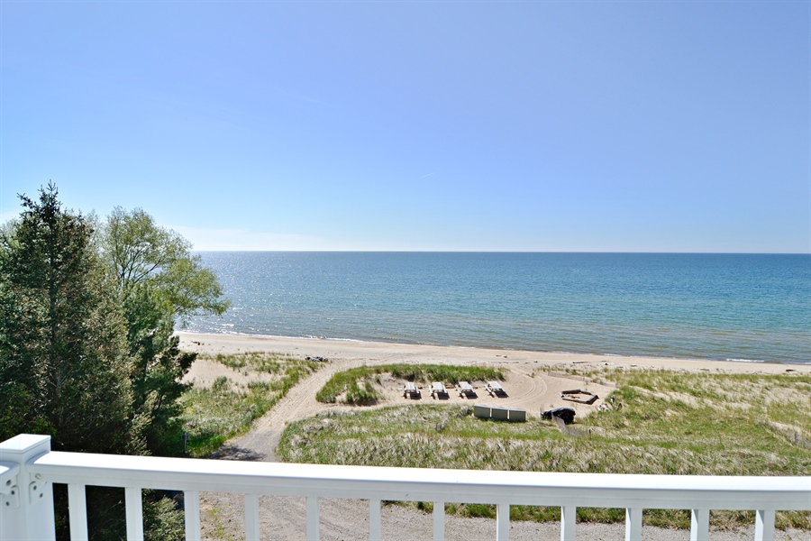 Real Estate Photography - 46064 Blue Star Hwy, Firelane 15, Coloma, MI, 49038 - Balcony