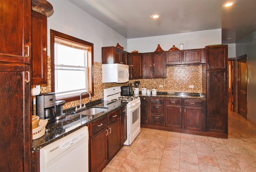 Real Estate Photography - 2219 Kenilworth, Berwyn, IL, 60402 - Kitchen