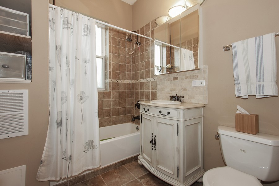 Real Estate Photography - 4822 S Dorchester, Chicago, IL, 60615 - Bathroom