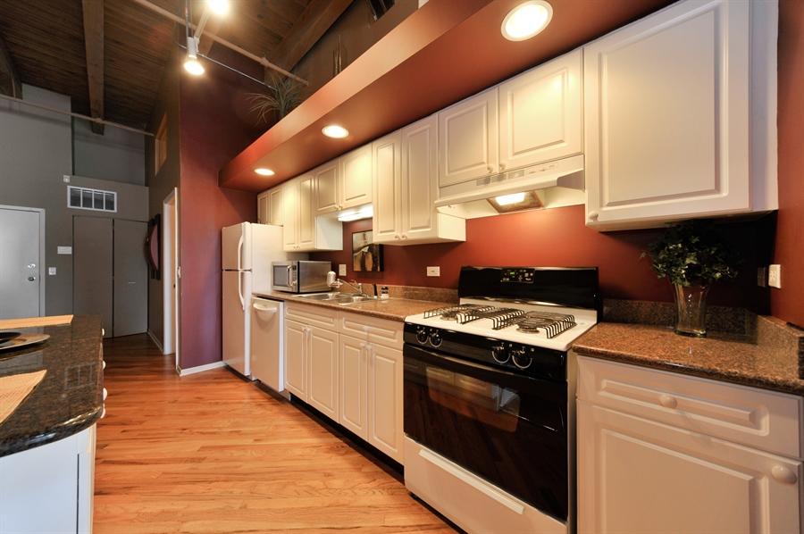 Real Estate Photography - 616 W Fulton, Unit 215, Chicago, IL, 60661 - Kitchen