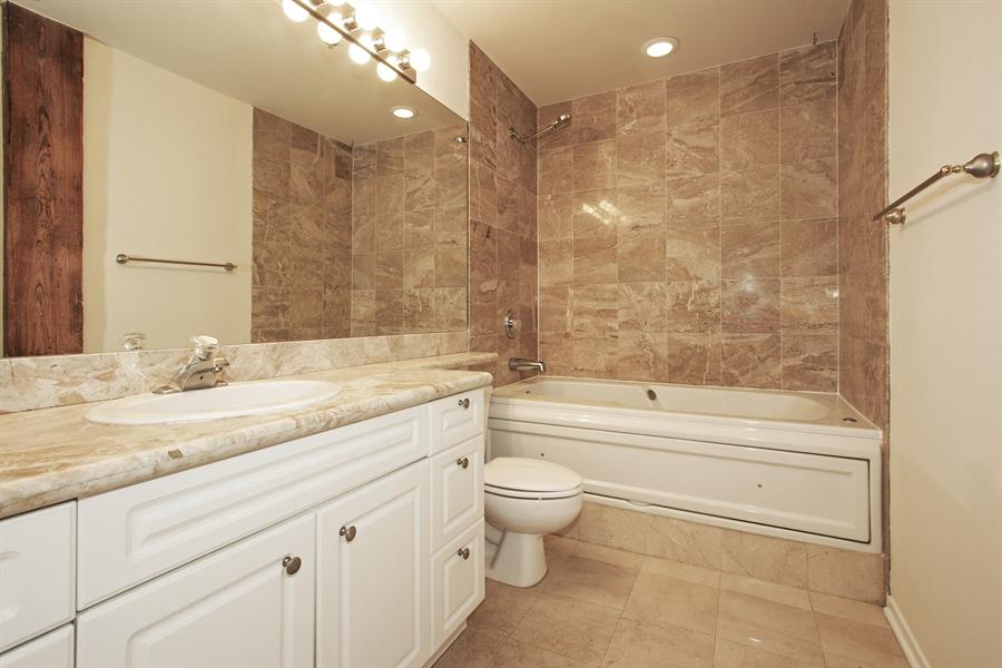 Real Estate Photography - 616 W Fulton Market, Unit 406, Chicago, IL, 60661 - Bathroom
