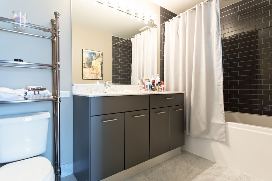 Real Estate Photography - 659 Randolph St, Unit 814, Chicago, IL, 60661 - Master Bathroom