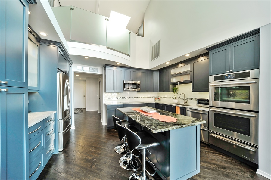 Real Estate Photography - 616 W Fulton, Unit 706, Chicago, IL, 60611 - Kitchen