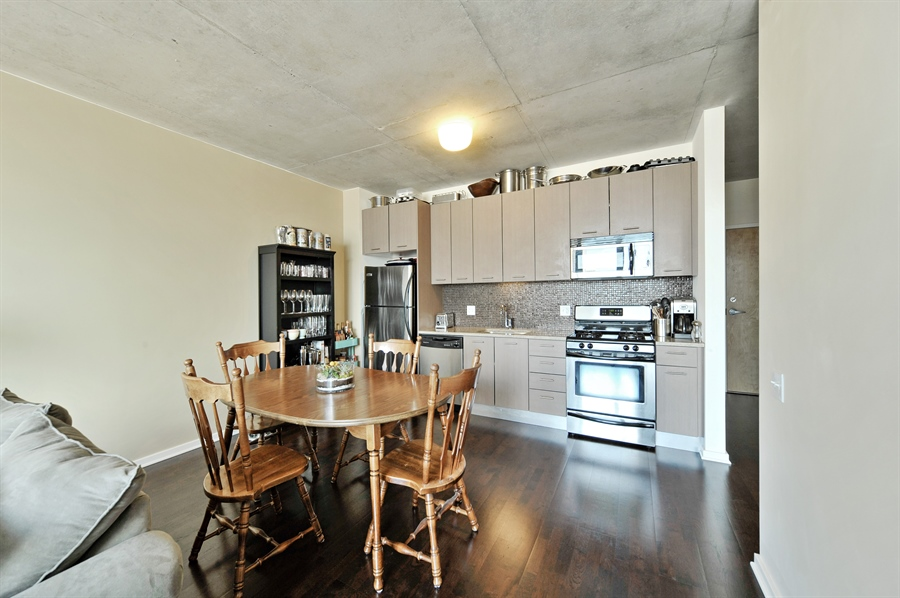 Real Estate Photography - 659 W Randolph, Unit 1007, Chicago, IL, 60661 - Kitchen / Dining Room
