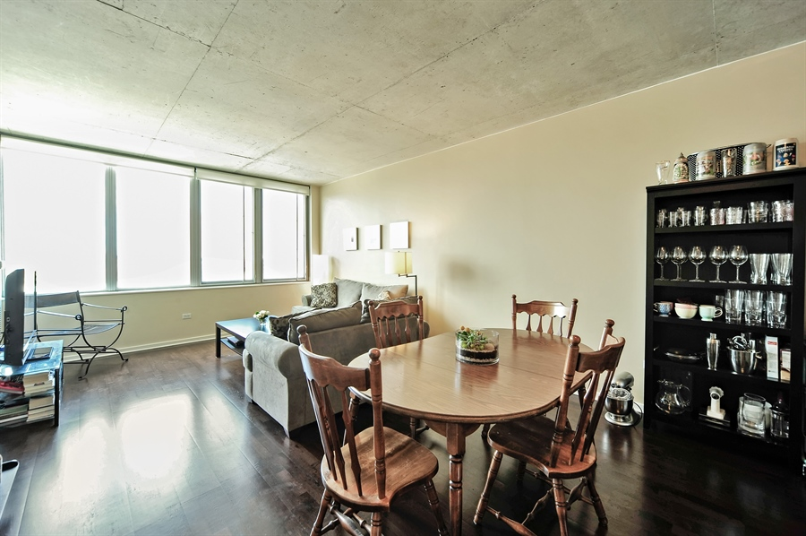 Real Estate Photography - 659 W Randolph, Unit 1007, Chicago, IL, 60661 - Living Room / Dining Room