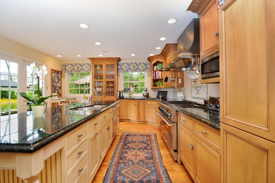 Real Estate Photography - 536 Warwick, Kenilworth, IL, 60043 - Kitchen