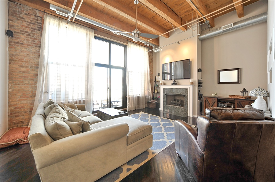 Real Estate Photography - 616 W Fulton, Unit 301, Chicago, IL, 60661 - Living Room