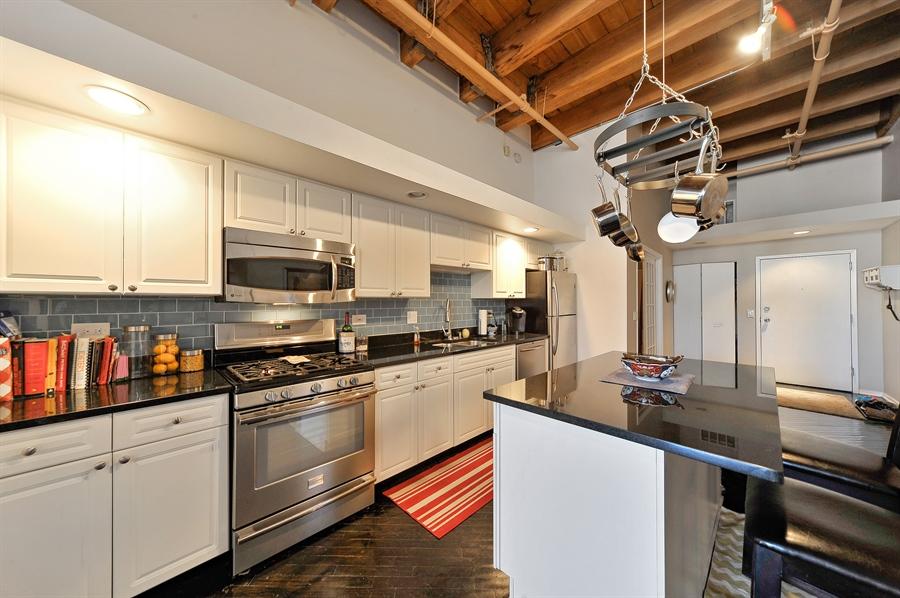 Real Estate Photography - 616 W Fulton, Unit 301, Chicago, IL, 60661 - Kitchen