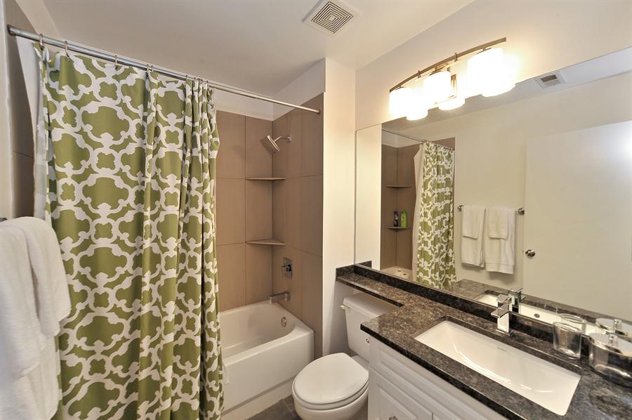 Real Estate Photography - 616 W Fulton, Unit 301, Chicago, IL, 60661 - 2nd Bathroom