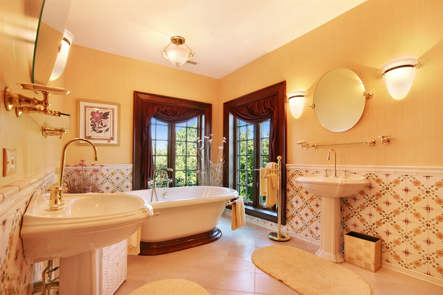 Real Estate Photography - 88 Otis Rd, Barrington Hills, IL, 60010 - Bathroom