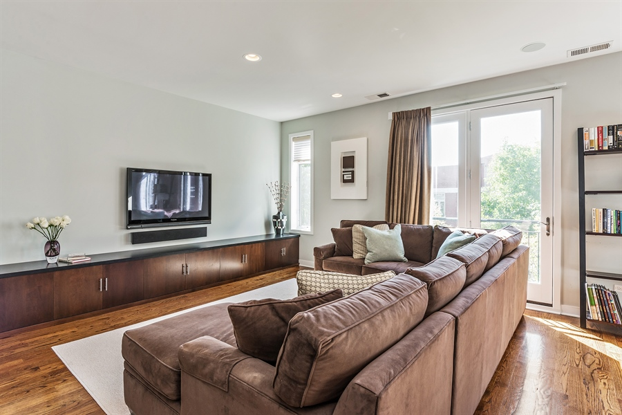 Real Estate Photography - 1115 N Hermitage Ave, Unit 2, Chicago, IL, 60622 - Living Room