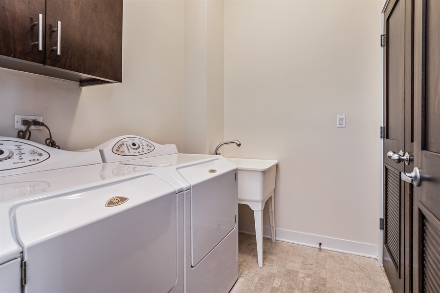 Real Estate Photography - 1115 N Hermitage Ave, Unit 2, Chicago, IL, 60622 - Laundry Room