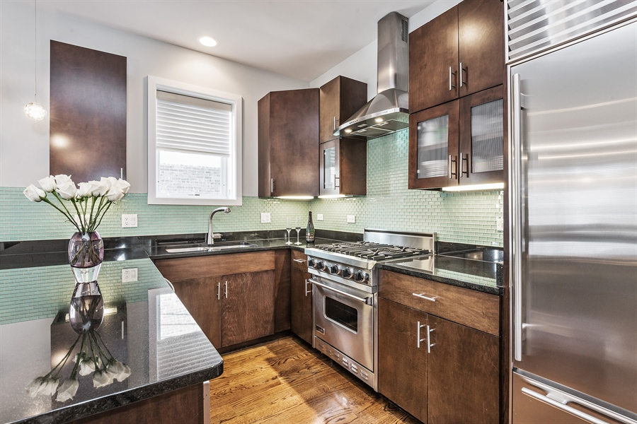 Real Estate Photography - 1115 N Hermitage Ave, Unit 2, Chicago, IL, 60622 - Kitchen