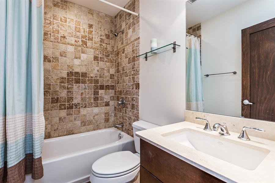 Real Estate Photography - 1115 N Hermitage Ave, Unit 2, Chicago, IL, 60622 - 2nd Bathroom