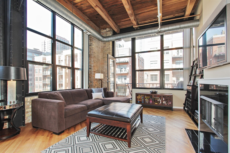 Real Estate Photography - 226 N Clinton, Unit 304, Chicago, IL, 60661 - Living Room