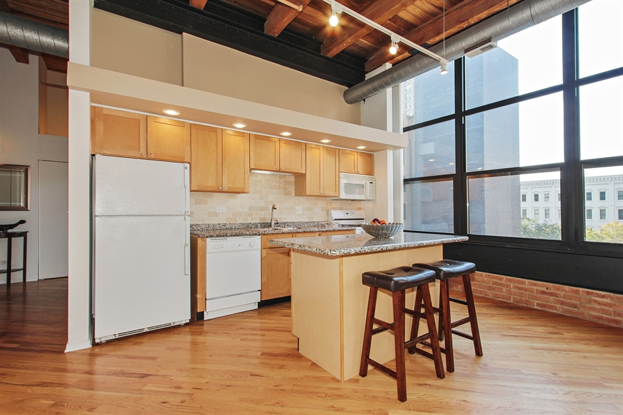 Real Estate Photography - 226 N Clinton, Unit 304, Chicago, IL, 60661 - Kitchen